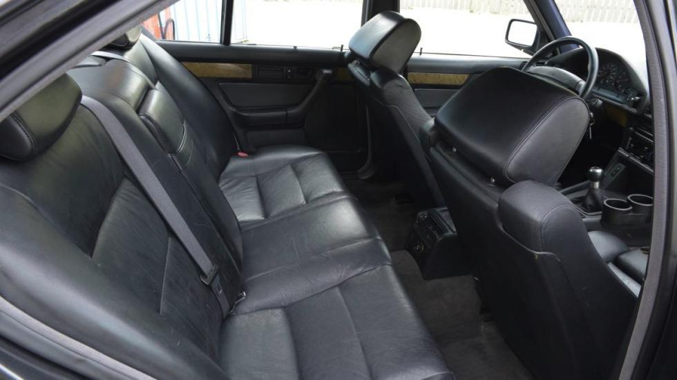 BMW M5 V12 asientos traseros