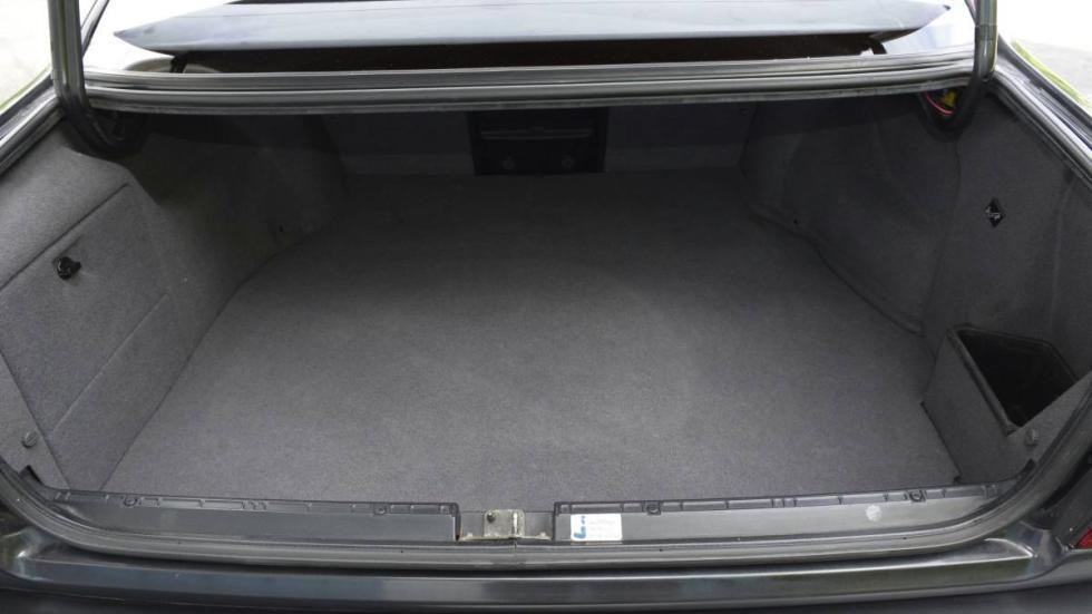 BMW M5 V12 maletero