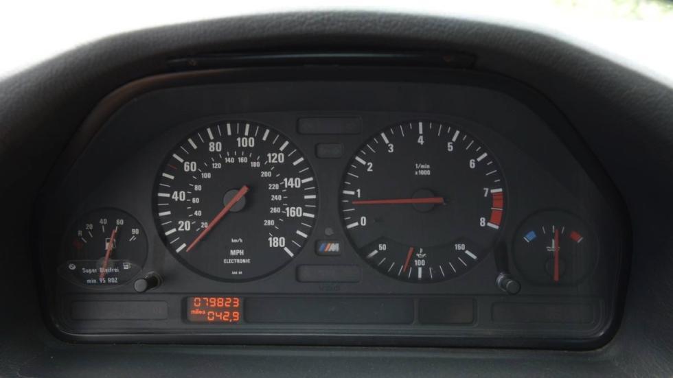 BMW M5 V12 relojes
