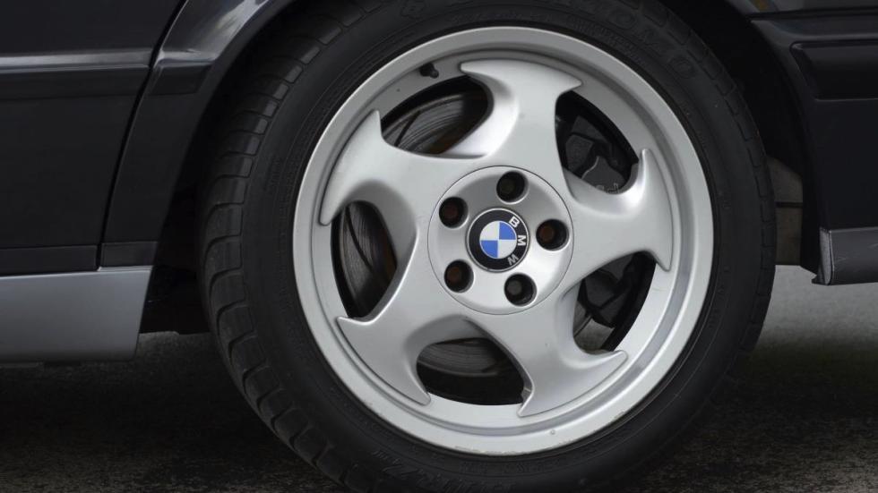 BMW M5 V12 rueda