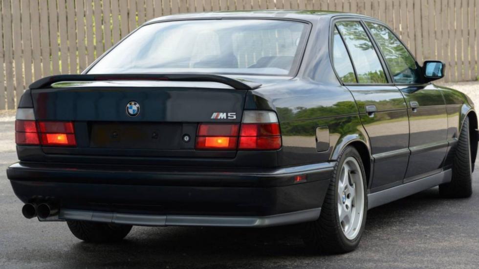 BMW M5 V12 trasera