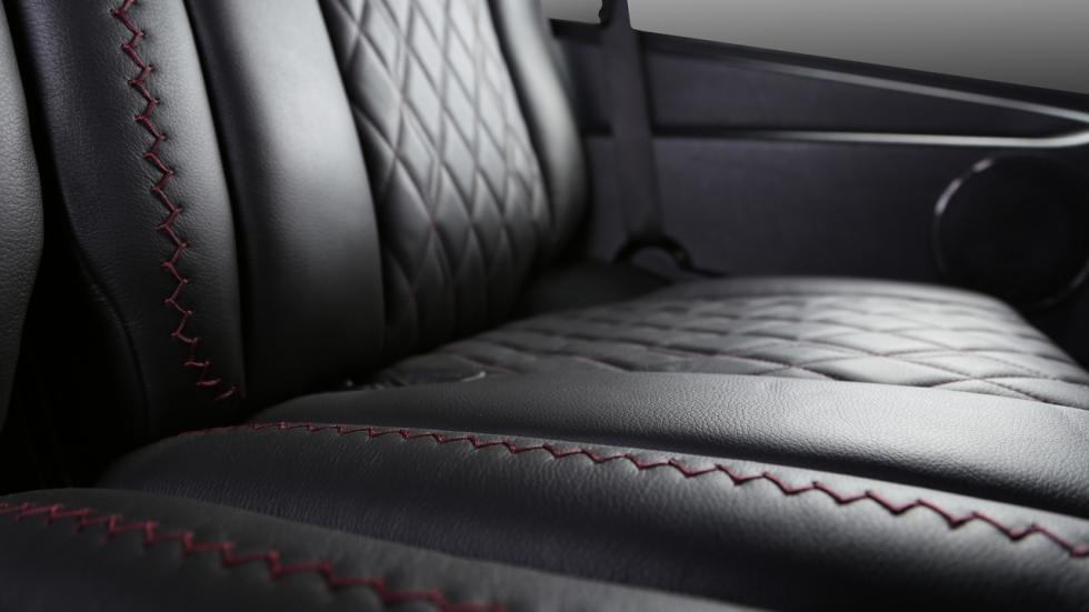Mercedes Clase G Carbon Motors costuras rojas