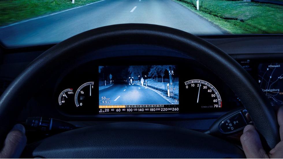 opciones-inútiles-coches-visión-nocturna