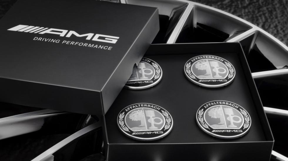 Mercedes CLA con accesorios AMG tapas 2