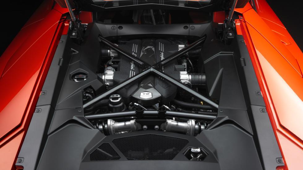 coches-jamás-deberían-tener-turbo-lamborghini-aventador-motor