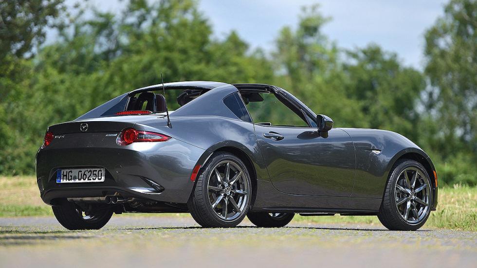 Mazda MX-5 RF  techo plegable detrás