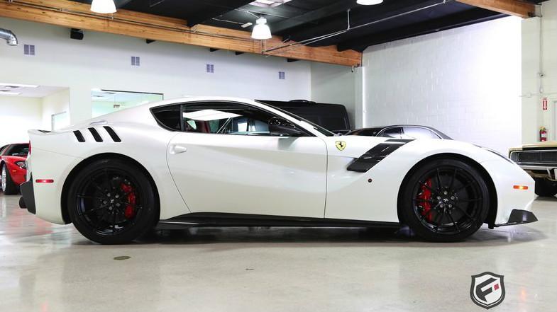 Ferrari F12tdf blanco lateral
