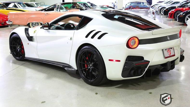 Ferrari F12tdf blanco trasera