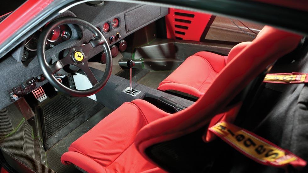 Ferrari F40 interior rojo carbono