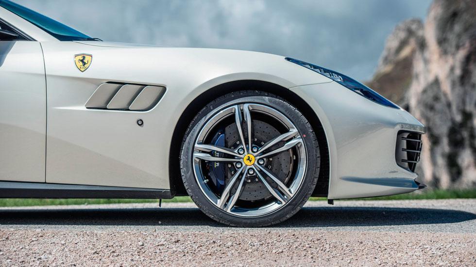 Prueba Ferrari GTC4Lusso llantas 20 pulgadas deportivo