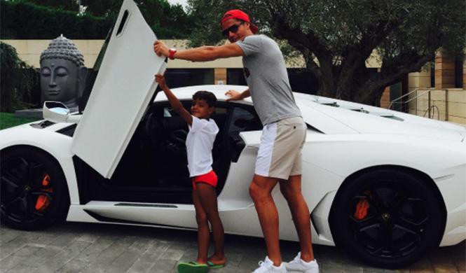 Los coches de Cristiano Ronaldo: de Veyron a Rolls-Royce...