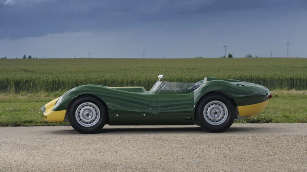 Lister Jaguar Knobbly Stirling Moss lateral