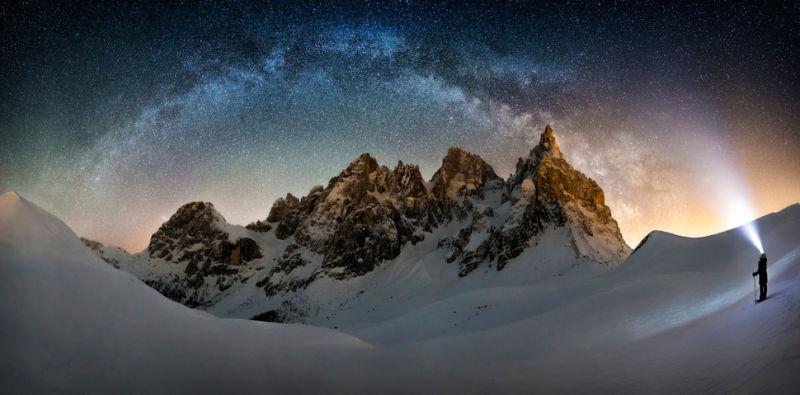 La Vía Láctea sobre el Cimon della Pella, Italia. Fotógrafo: Nicholas Roemmelt (