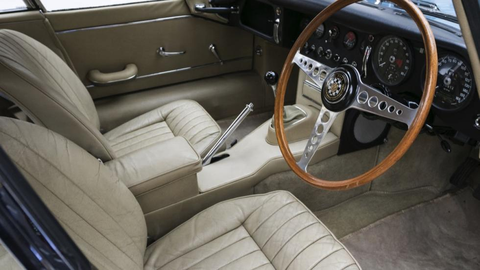 Jaguar E-Type FHC interior