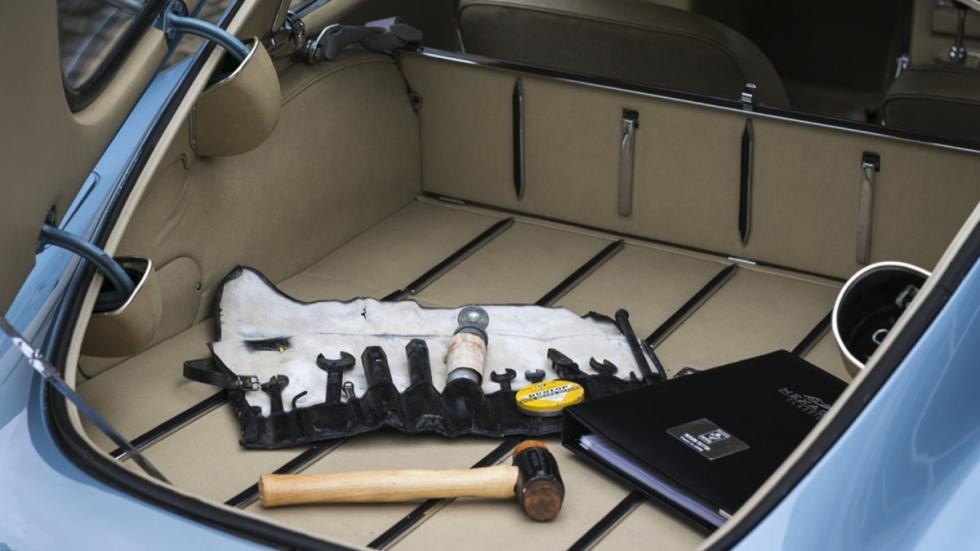 Jaguar E-Type FHC maletero