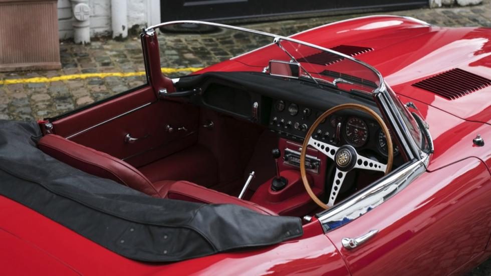 Jaguar E-Type Roadster interior