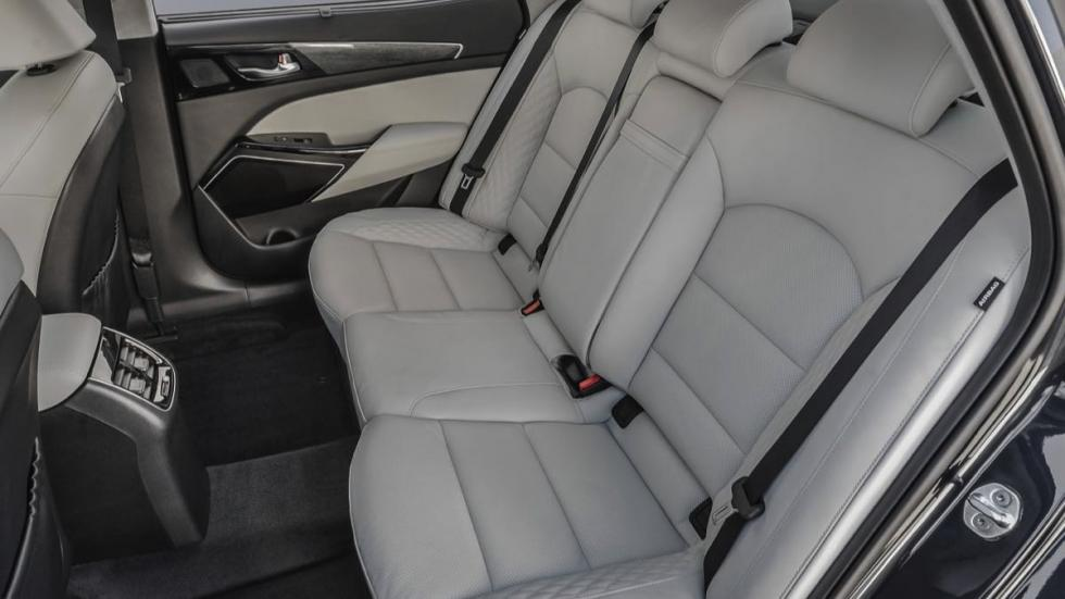 Kia Cadenza 2017 asientos traseros