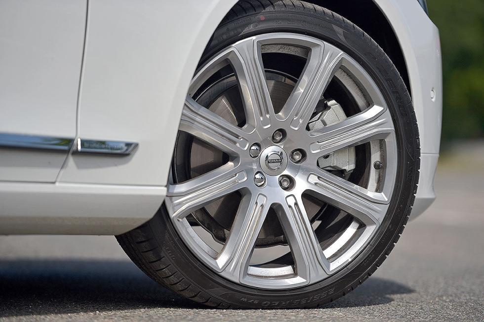 Comparativa: Volvo S90 vs Mercedes Clase E y BMW Serie 5