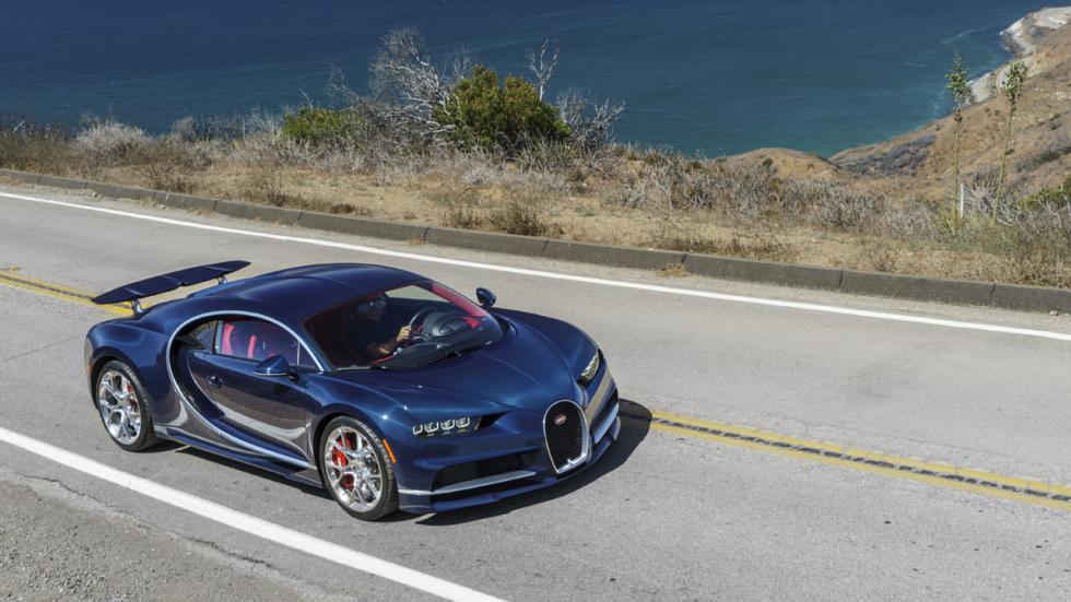 Bugatti Chiron Pebble Beach delantera tres cuartos