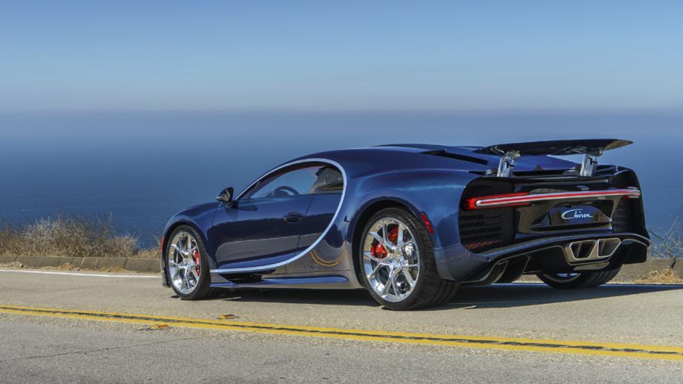 Bugatti Chiron Pebble Beach trasera tres cuartos