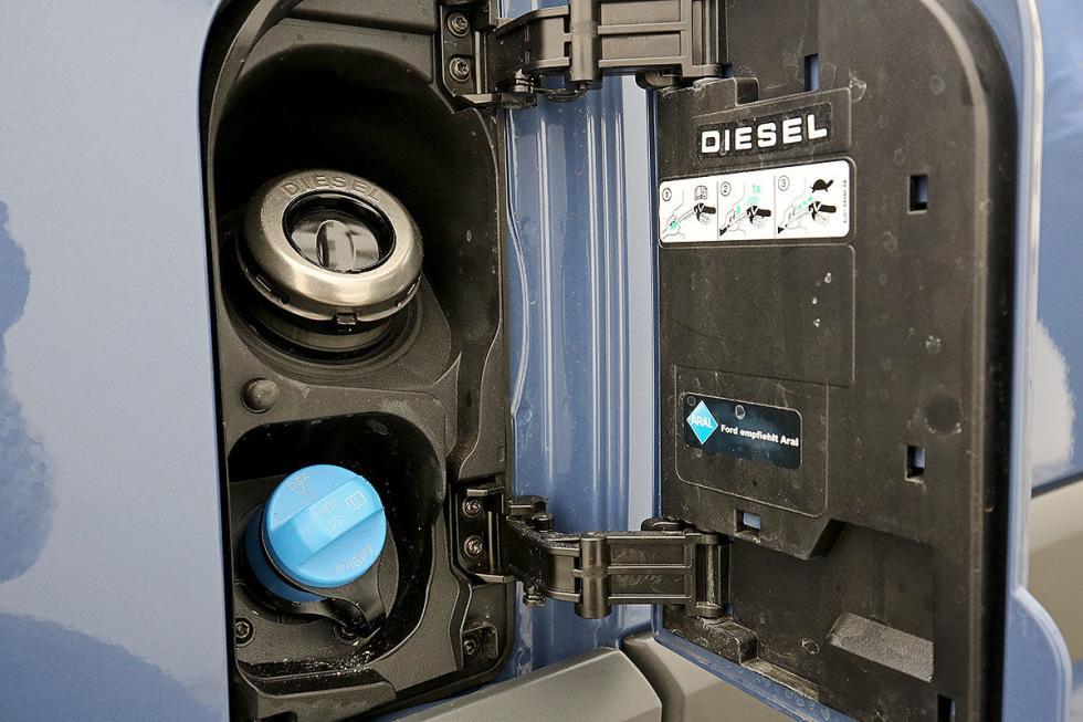 Prueba: Ford Transit facelift 2016 detalle depósito