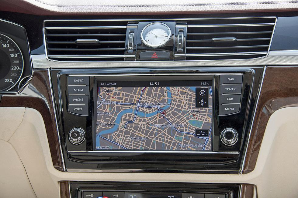VW Phideon pantalla