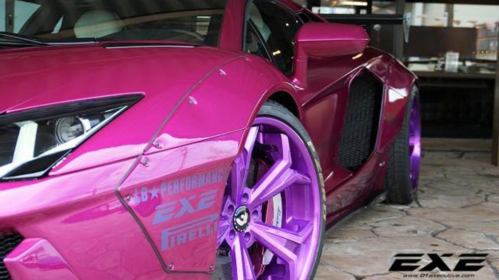 Lamborghini Aventador Liberty Walk morado llantas