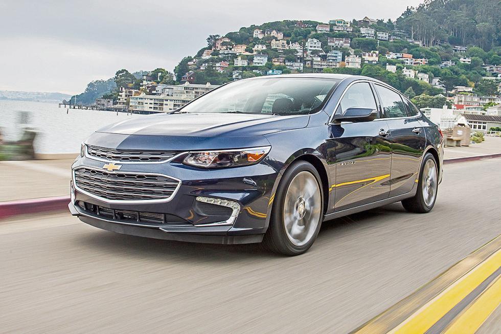 Chevrolet Malibu morro dinámica carretera