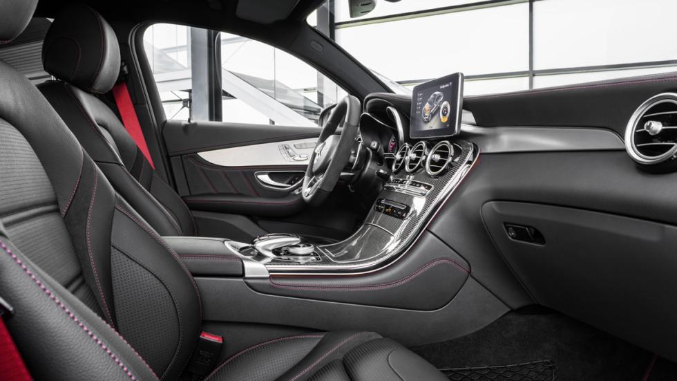 Mercedes-AMG GLC 43 Coupé habitáculo