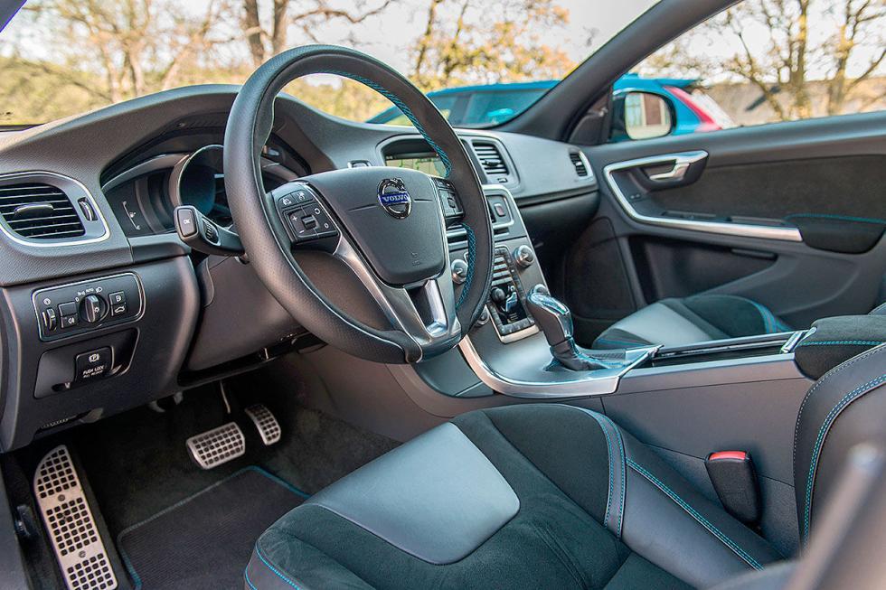 Volvo S60 Polestar pilotos lateral interior conductor