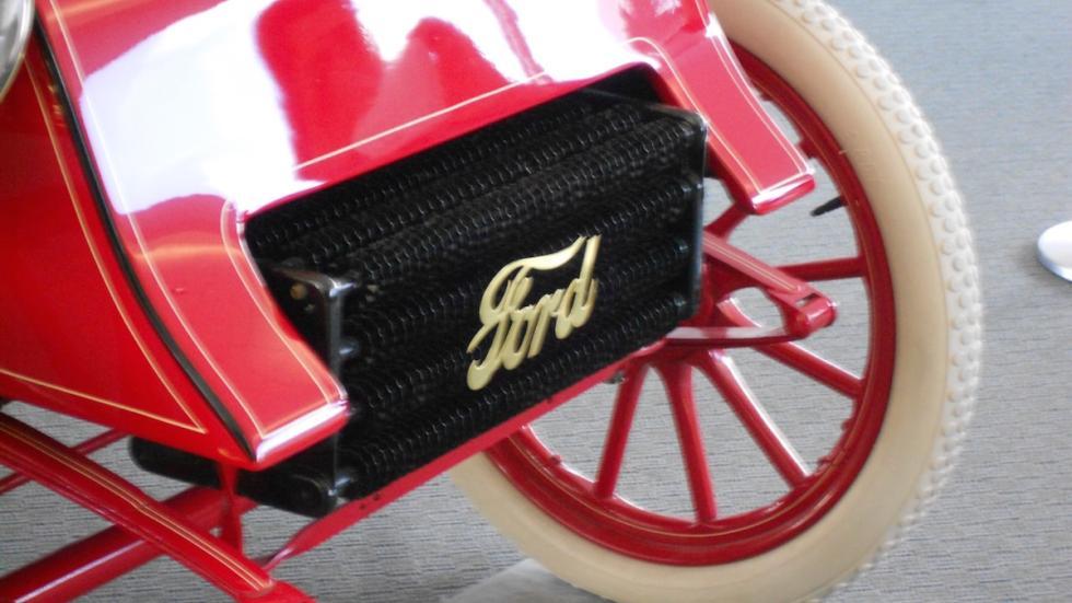 Ford-más-antiguo-del-mundo-Modelo-A-radiador-logo