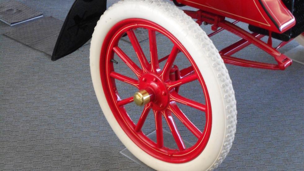 Ford-más-antiguo-del-mundo-Modelo-A-rueda