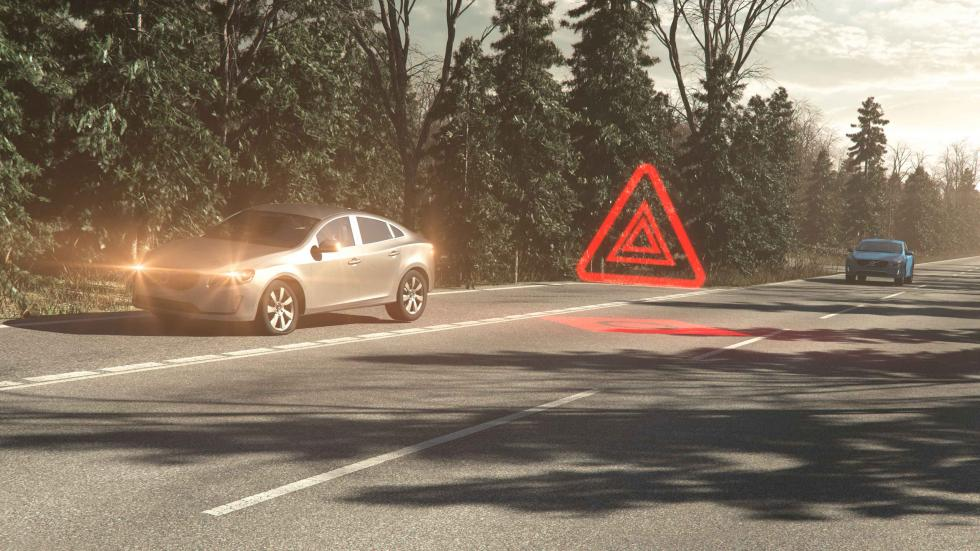 Volvo V90 Cross Country Hazard Light Alert
