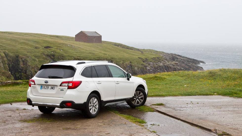 Subaru Outback harris acantilado