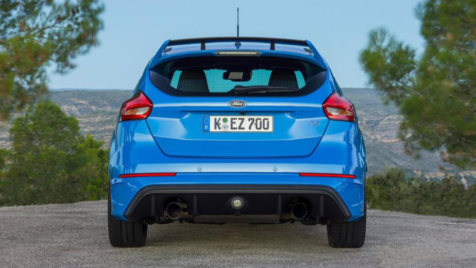 coches-odia-gente-normal-apasionan-aficionados-Ford-Focus-RS-zaga