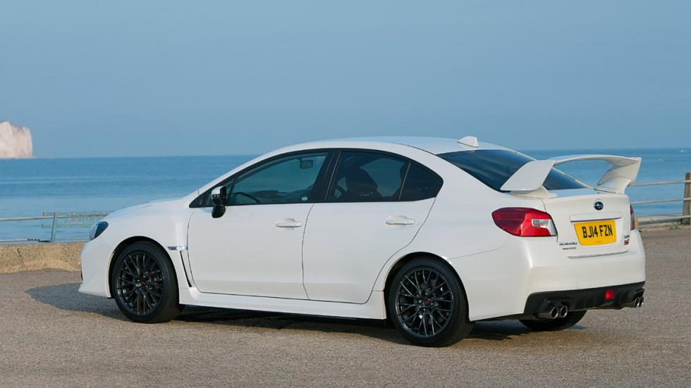 coches-odia-gente-normal-apasionan-aficionados-Subaru-WRX-STI-zaga