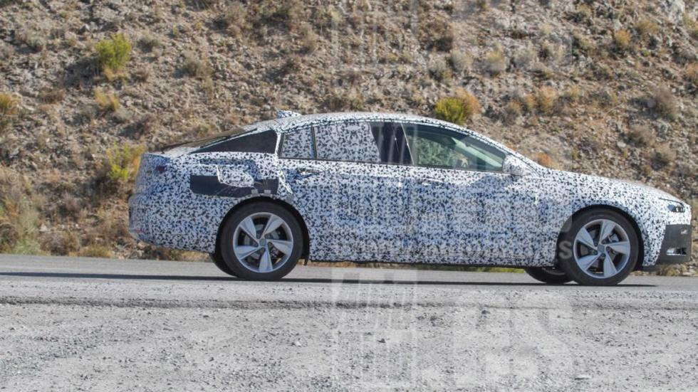 Opel Insignia 2017 fotos espía lateral