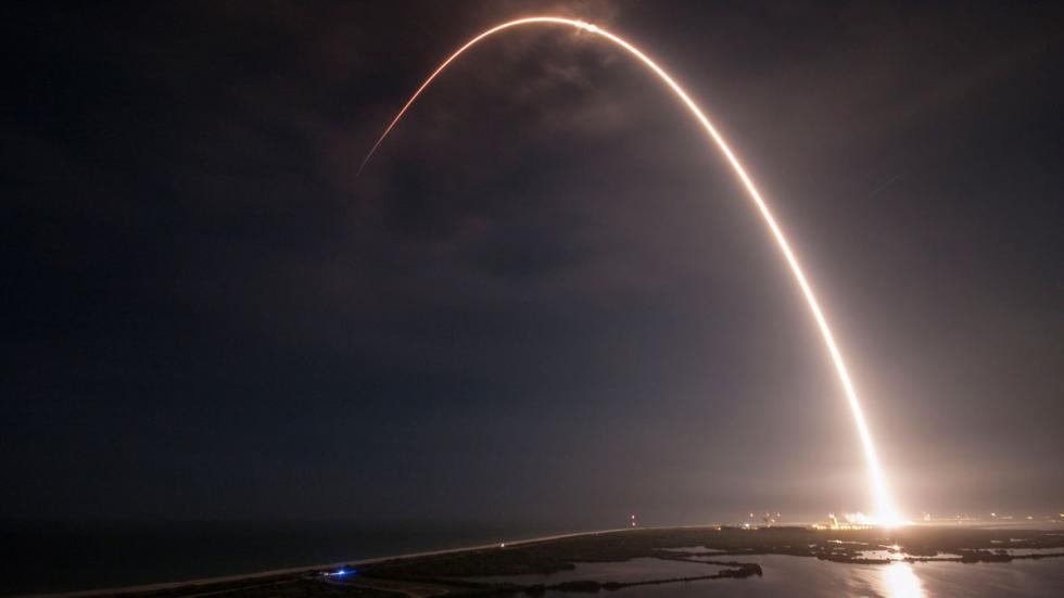 Vista de un lanzamiento real de la empresa SpaceX