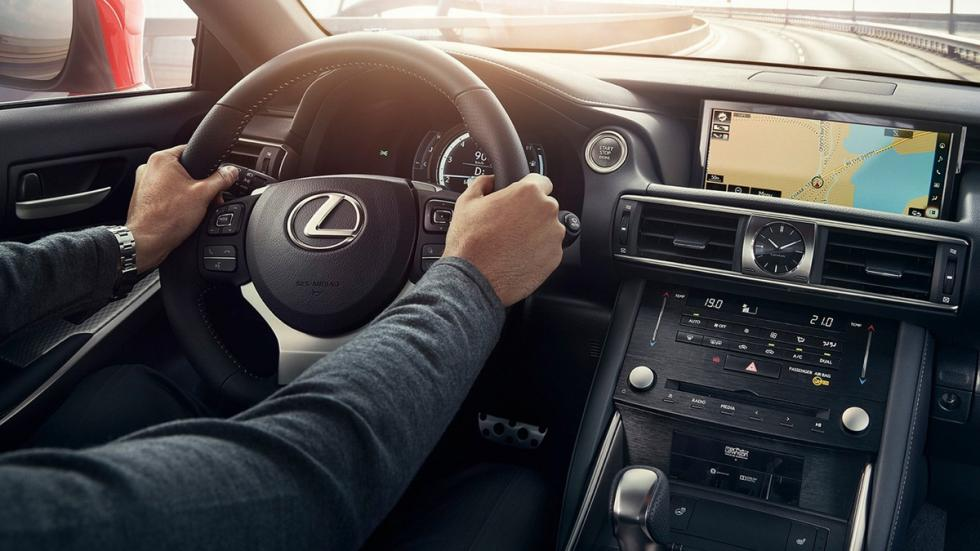 Lexus IS 2017 Salón París interior