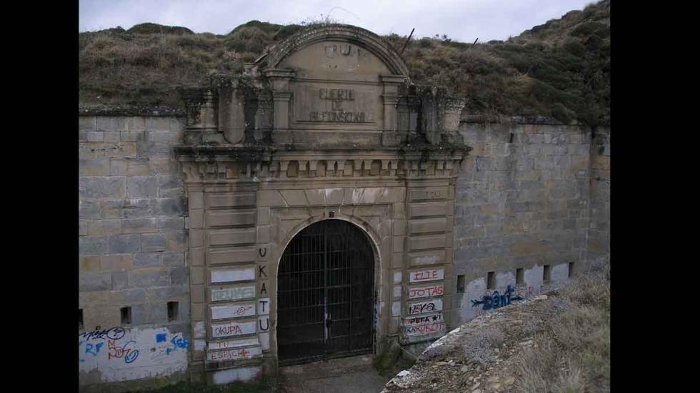 Entrada del fuerte de Alfonso XII o de San Cristóbal. Lugares paranormales en Es
