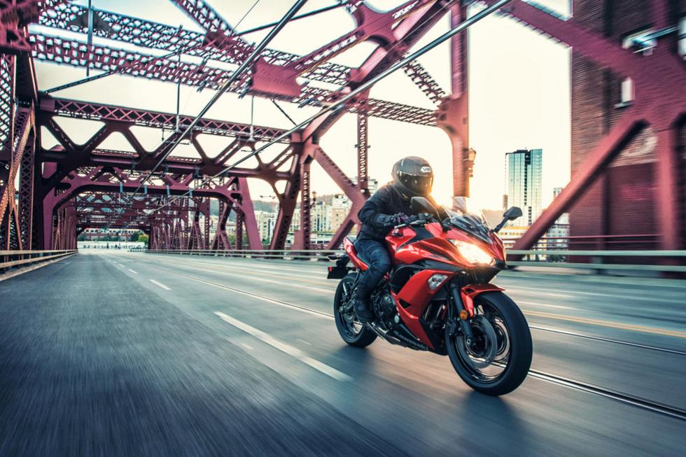 Kawasaki-Ninja-650-2017-7
