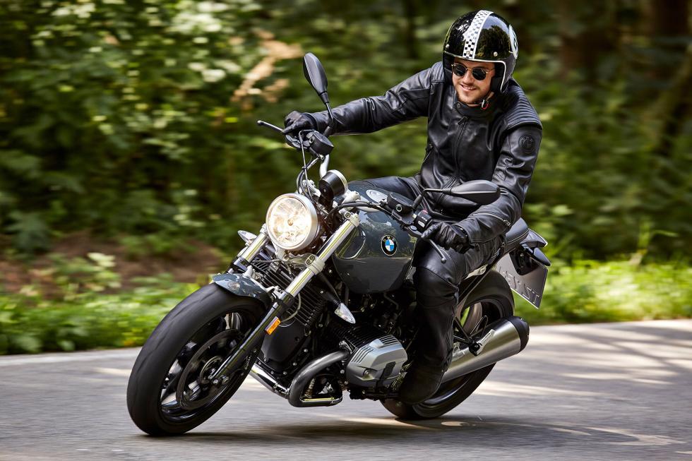 BMW-R-nineT-Pure-2017-1