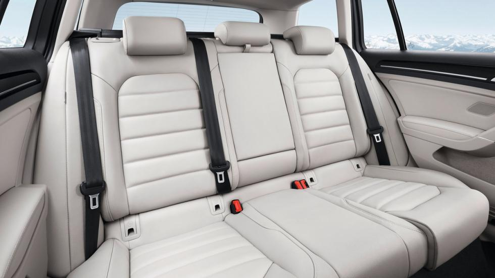 coches caben tres sillas infantiles Volkswagen Golf Variant interior