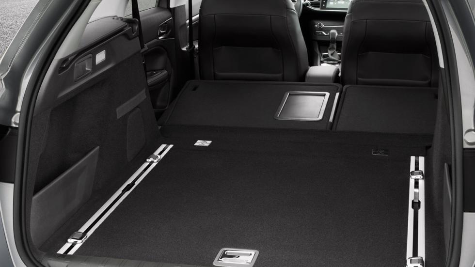 coches caben tres sillas infantiles Peugeot 308 SW interior