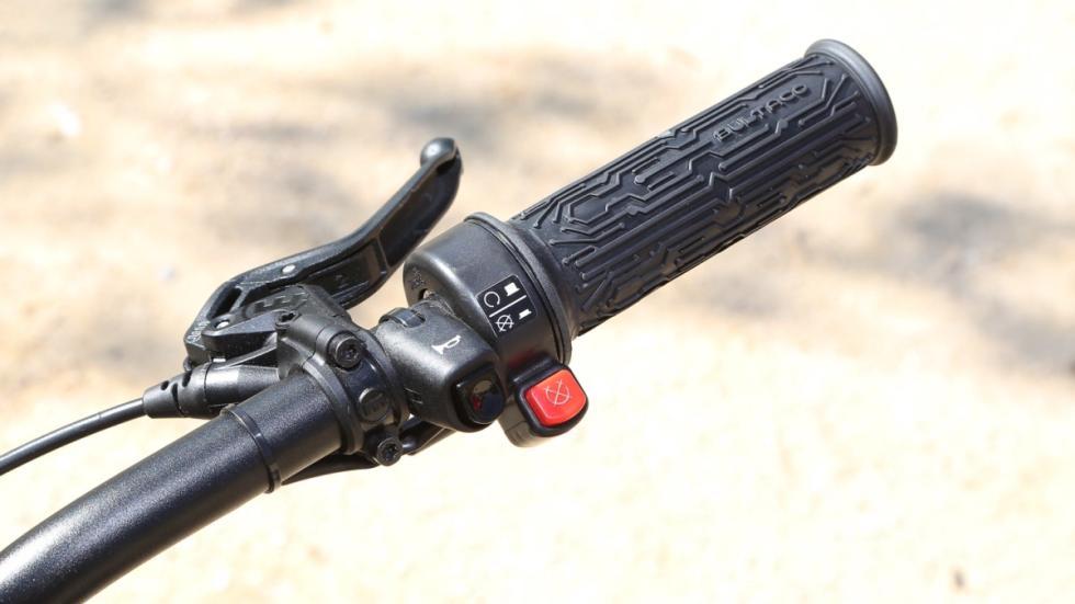 Prueba-Bultaco-Brinco-S-homologada-puño-derecho-acelerador
