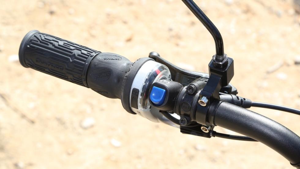 Prueba-Bultaco-Brinco-S-homologada-puño-izquierdo-cambio