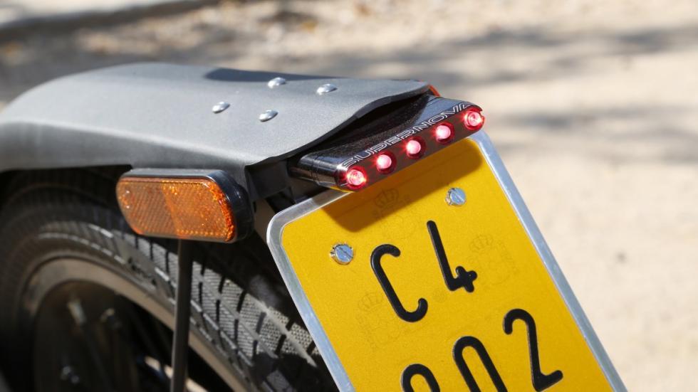 Prueba-Bultaco-Brinco-S-homologada-luz-trasera-LED-matrícula