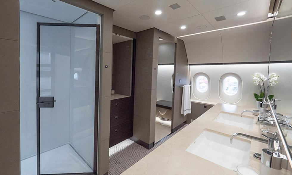 compañia aviones superlujo  baños