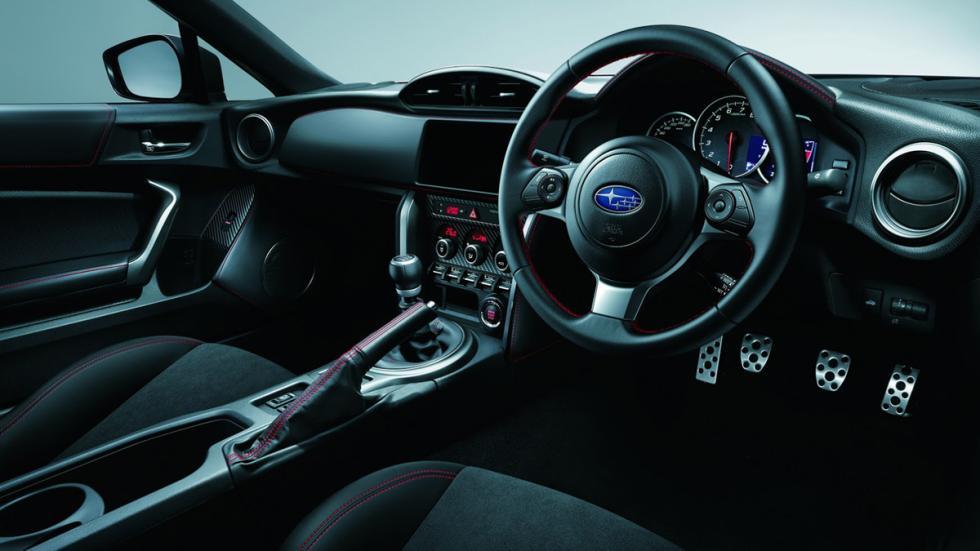 Subaru BRZ GT habitáculo