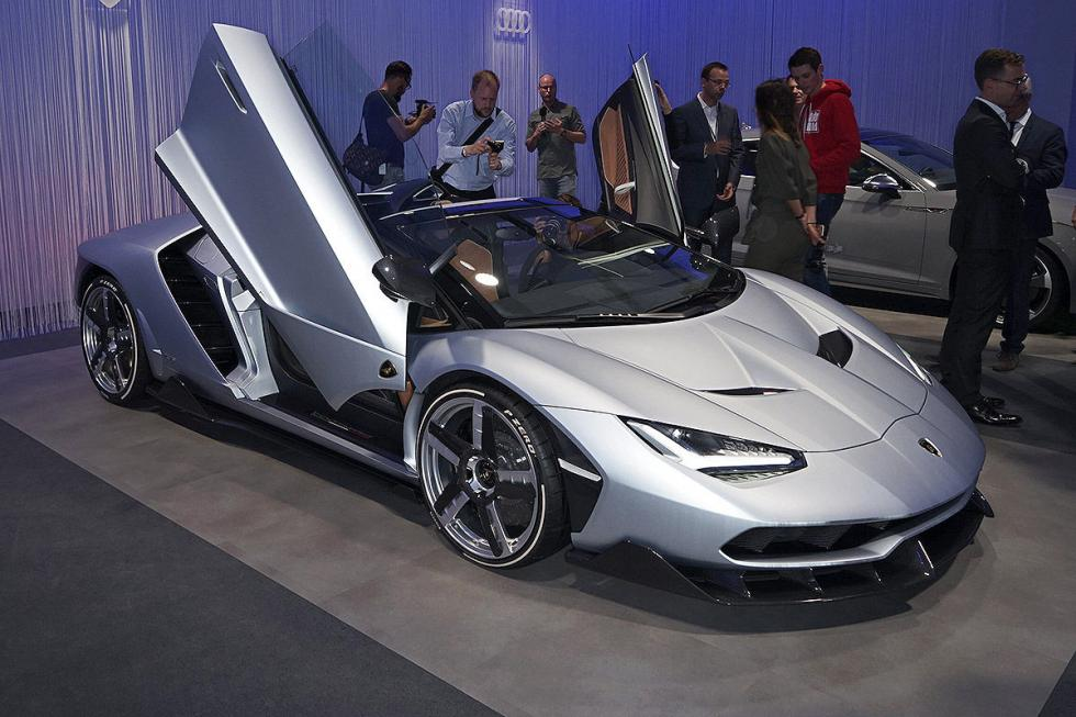 Lamborghini Centenario Roadster. Unos 2,08 millones de euros. 2,04 kg por CV. Má